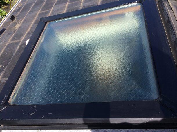 【横浜市青葉区】天窓のガラスパッキン劣化による雨漏りの修理工事の事例5