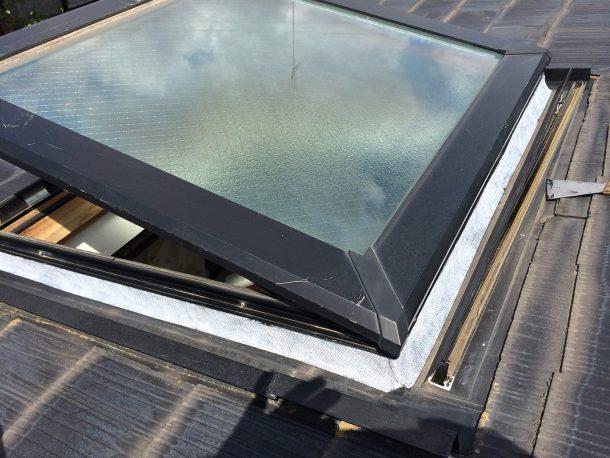 【横浜市青葉区】天窓のガラスパッキン劣化による雨漏りの修理工事の事例6