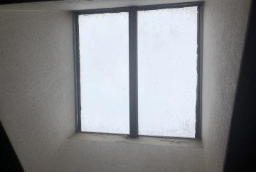 【東京都調布市】天窓のガラスパッキン劣化による雨漏りの修理工事の事例1