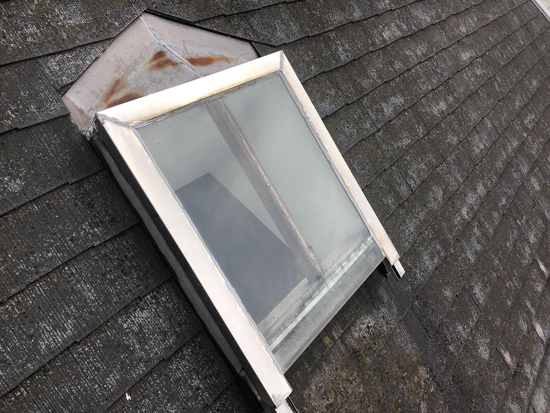 【東京都調布市】天窓のガラスパッキン劣化による雨漏りの修理工事の事例2