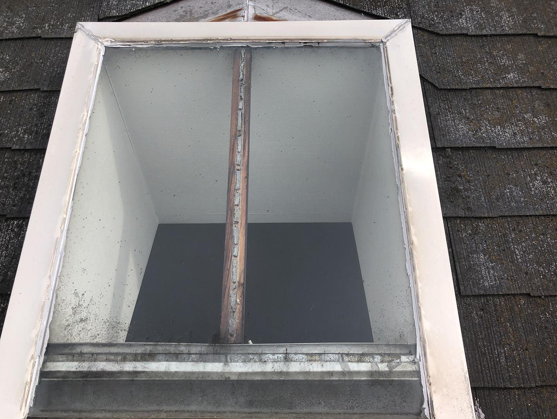 【東京都調布市】天窓のガラスパッキン劣化による雨漏りの修理工事の事例3