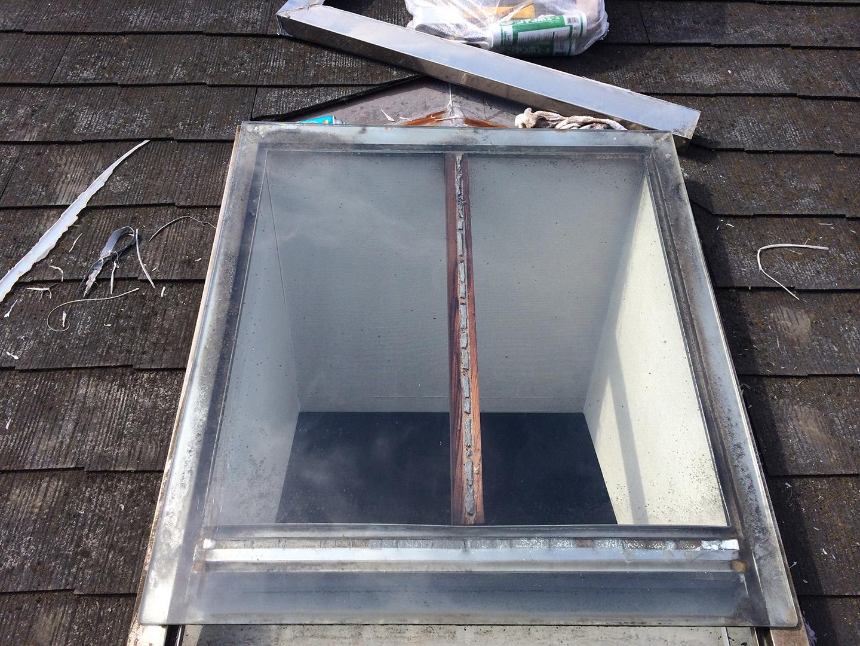 【東京都調布市】天窓のガラスパッキン劣化による雨漏りの修理工事の事例5