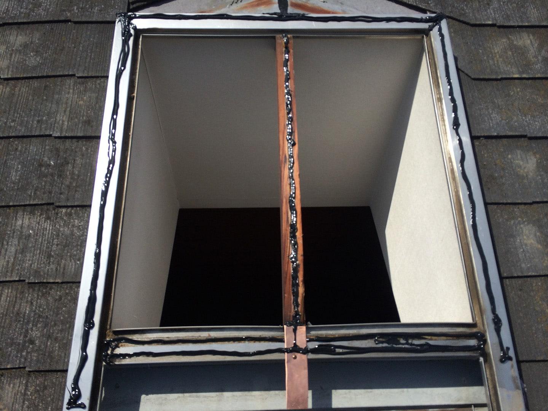【東京都調布市】天窓のガラスパッキン劣化による雨漏りの修理工事の事例7
