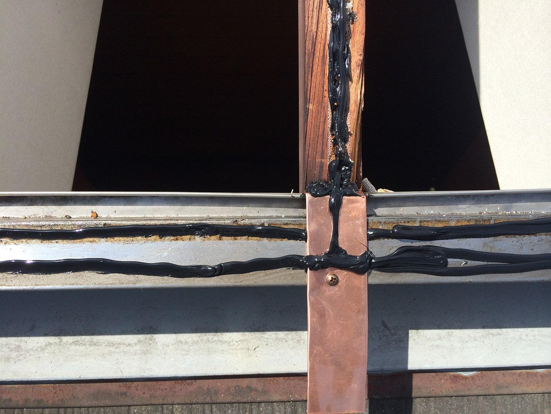 【東京都調布市】天窓のガラスパッキン劣化による雨漏りの修理工事の事例8