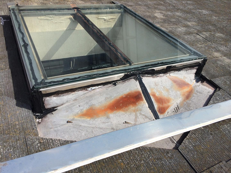 【東京都調布市】天窓のガラスパッキン劣化による雨漏りの修理工事の事例11