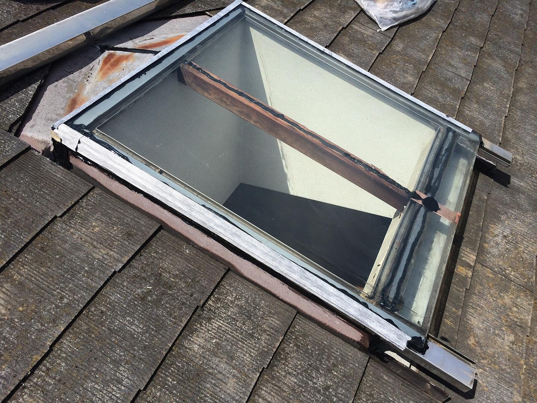 【東京都調布市】天窓のガラスパッキン劣化による雨漏りの修理工事の事例12