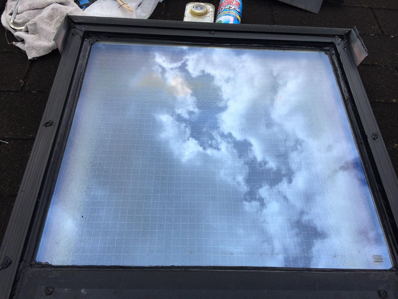 【東京都新宿区】トステム「 スカイライト 」のガラスパッキン劣化による天窓雨漏りの修理工事の事例15