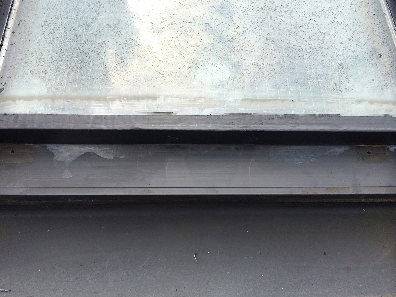 【東京都新宿区】トステム「 スカイライト 」のガラスパッキン劣化による天窓雨漏りの修理工事の事例17