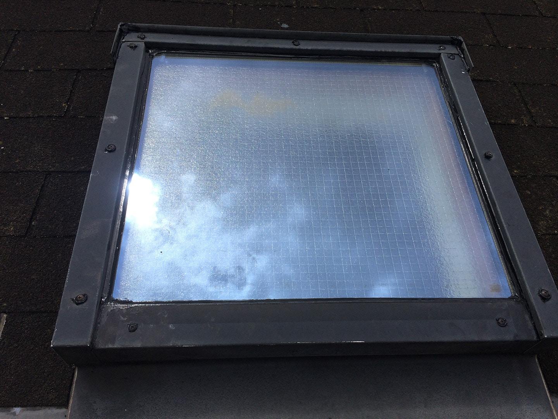 【東京都新宿区】トステム「 スカイライト 」のガラスパッキン劣化による天窓雨漏りの修理工事の事例20
