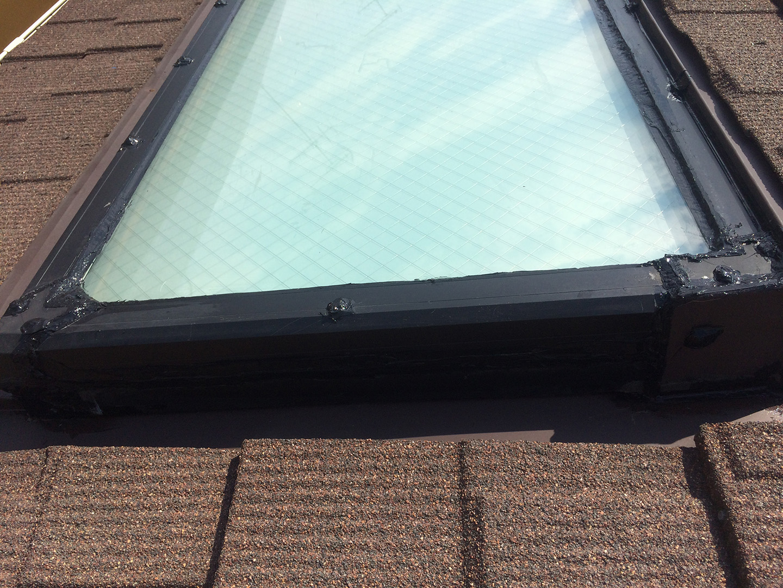 【神奈川県大和市】立山アルミの天窓のガラスパッキン劣化による雨漏りの修理工事の事例18