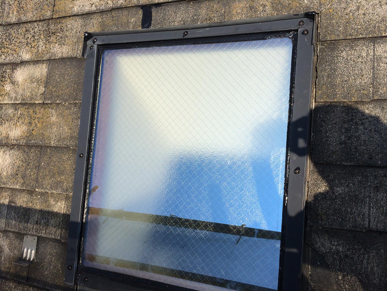 【東京都八王子市】トステムの天窓のガラスパッキンのメンテナンス工事の事例11