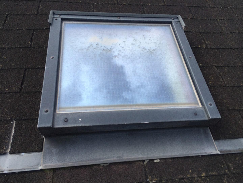 【東京都新宿区】トステム「 スカイライト 」のガラスパッキン劣化による天窓雨漏りの修理工事の事例4