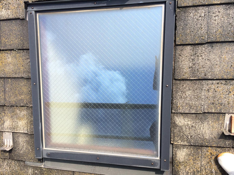 【東京都八王子市】トステムの天窓のガラスパッキンのメンテナンス工事の事例1
