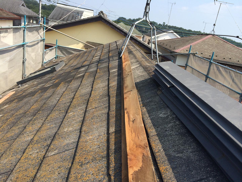 【東京都八王子市】スレート・レサス屋根、棟板金の交換工事と、ひび割れ修理の事例4