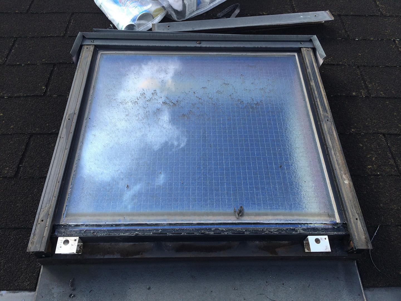 【東京都新宿区】トステム「 スカイライト 」のガラスパッキン劣化による天窓雨漏りの修理工事の事例7