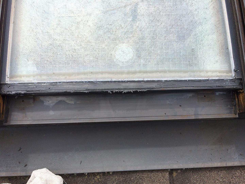 【東京都新宿区】トステム「 スカイライト 」のガラスパッキン劣化による天窓雨漏りの修理工事の事例8