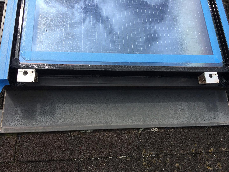 【東京都新宿区】トステム「 スカイライト 」のガラスパッキン劣化による天窓雨漏りの修理工事の事例11