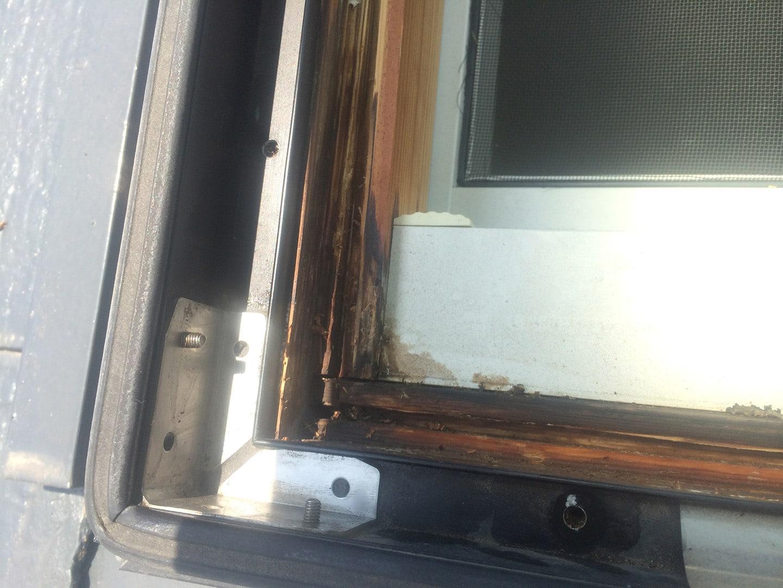 【千葉県松戸市】天窓のガラスパッキン劣化による雨漏りの修理工事の事例9