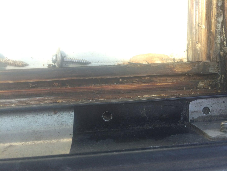 【千葉県松戸市】天窓のガラスパッキン劣化による雨漏りの修理工事の事例10