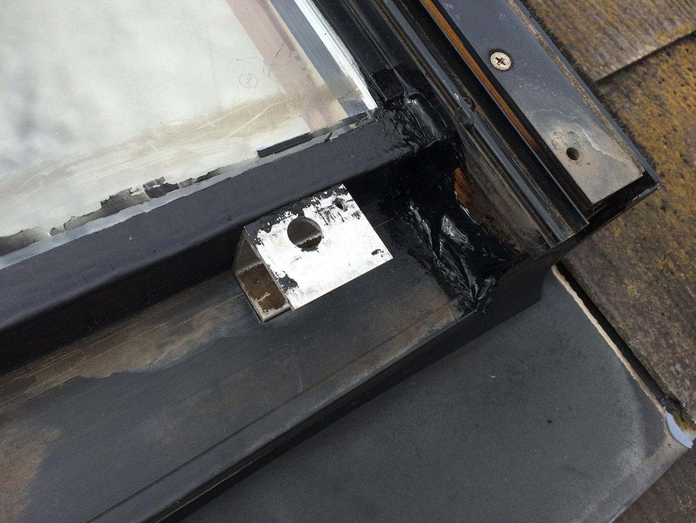 【横浜市都筑区】天窓のガラスパッキン劣化による雨漏りの修理工事の事例10