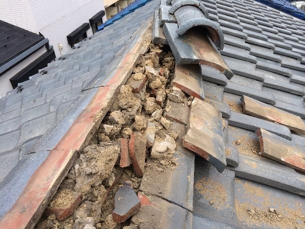 土葺き工法を使った瓦屋根の画像