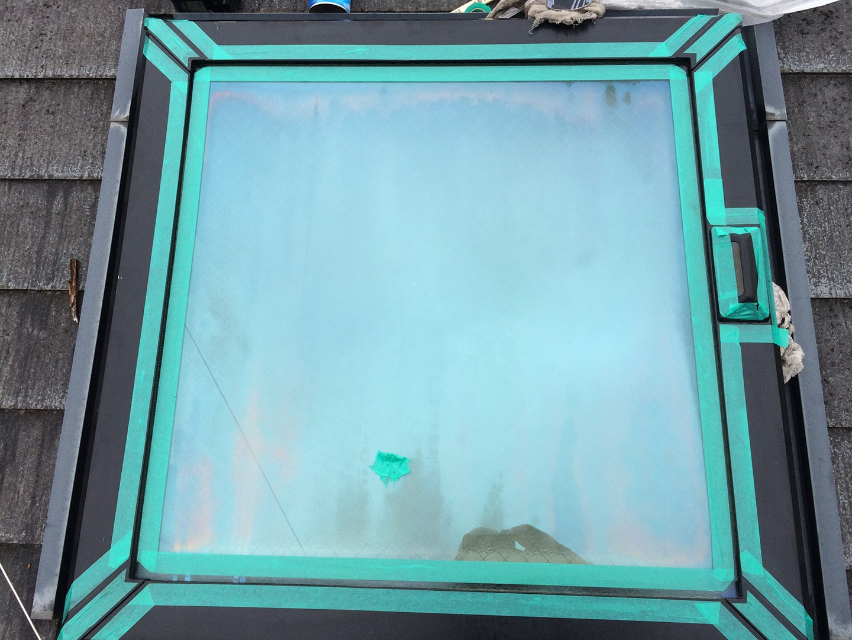 松下電工の電動開閉式の天窓 ガラス養生