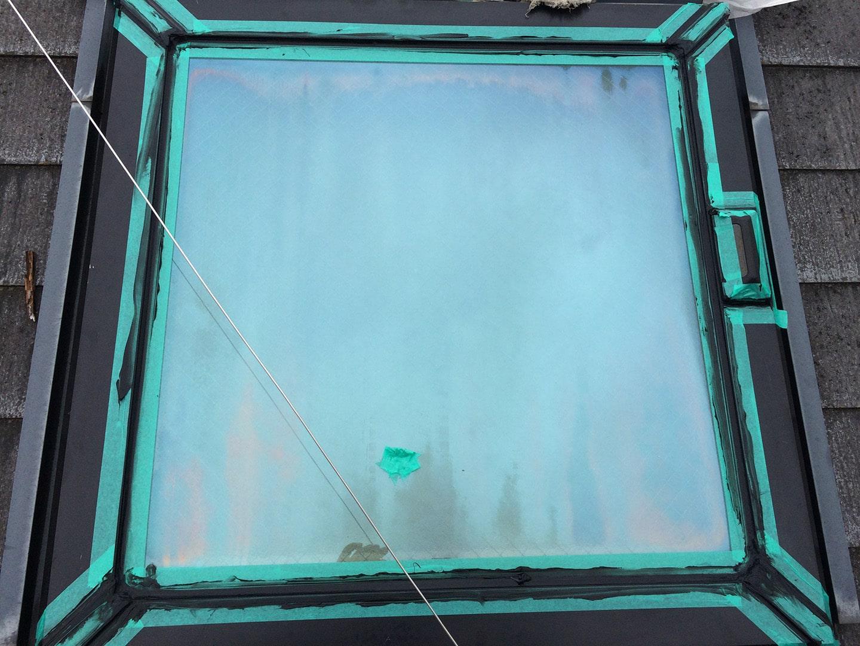 松下電工の電動開閉式の天窓 コーキング施工