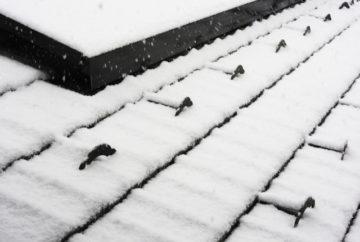 雪止めを設置するデメリットとは?