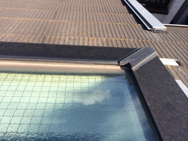 松下電工の電動開閉式の天窓 パッキンの劣化状況