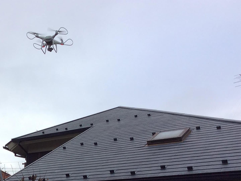 屋根にあがる前にドローンで屋根を撮影