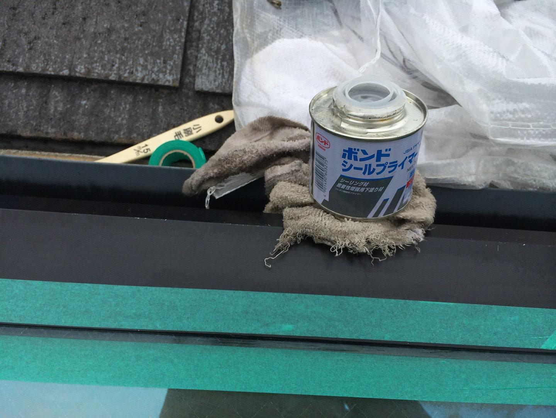 松下電工の電動開閉式の天窓 プライマー塗布
