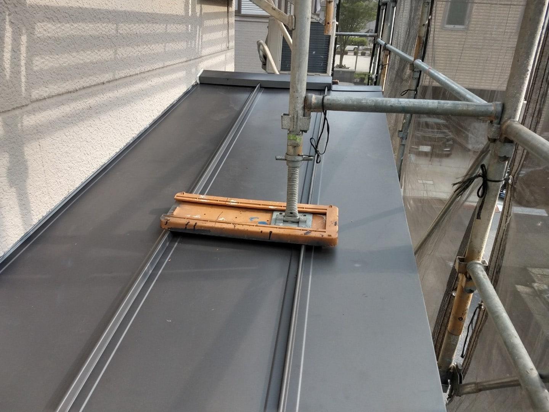ガルバリウムの金属屋根材 稲垣商事の立平「 スタンビー 」 1階部分の屋根 葺き替え完了3