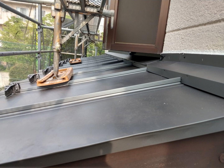 ガルバリウムの金属屋根材 稲垣商事の立平「 スタンビー 」 1階部分の屋根 葺き替え完了4
