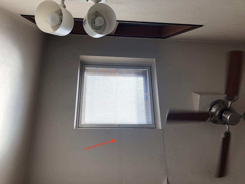 松下電工の電動開閉式の天窓 真ん中から雨漏り跡