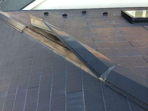 被害に遭った棟板金の写真