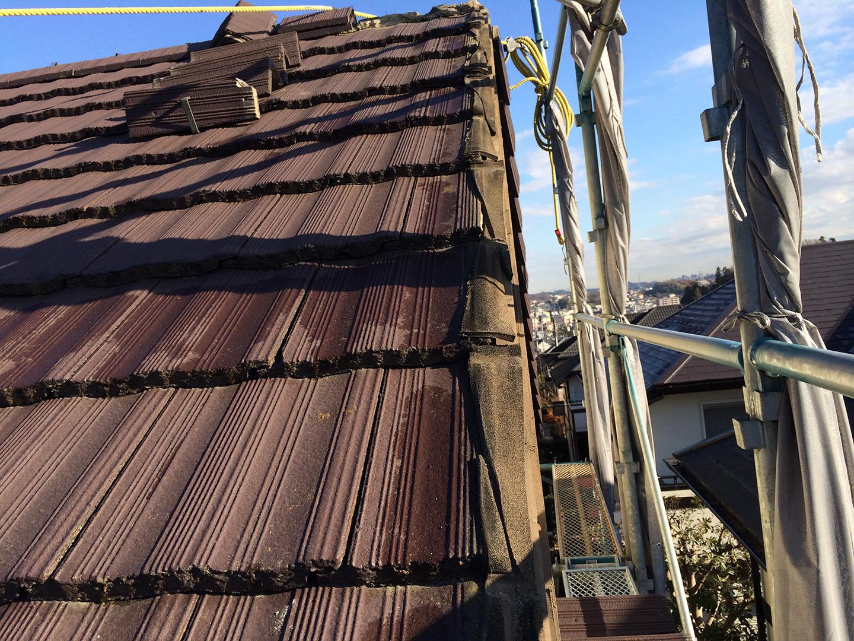 【東京都町田市】コンクリ瓦屋根のケラバ補修、部分修理工事の事例 コンクリ瓦の一時撤去