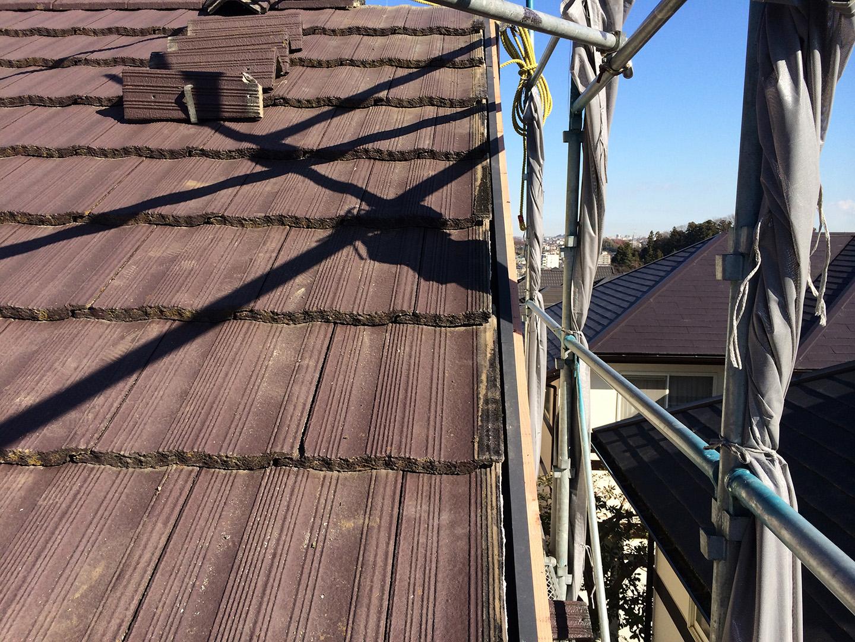 【東京都町田市】コンクリ瓦屋根のケラバ補修、部分修理工事の事例 平瓦 (ひらがわら) の固定