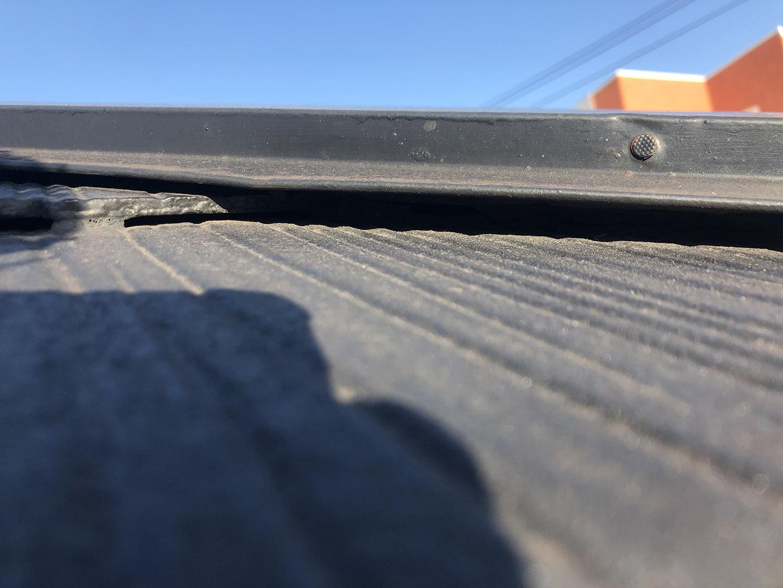 【横浜市鶴見区】スレート屋根の雨漏り、部分修理工事の事例 点検 角切り (すみぎり) をしていない