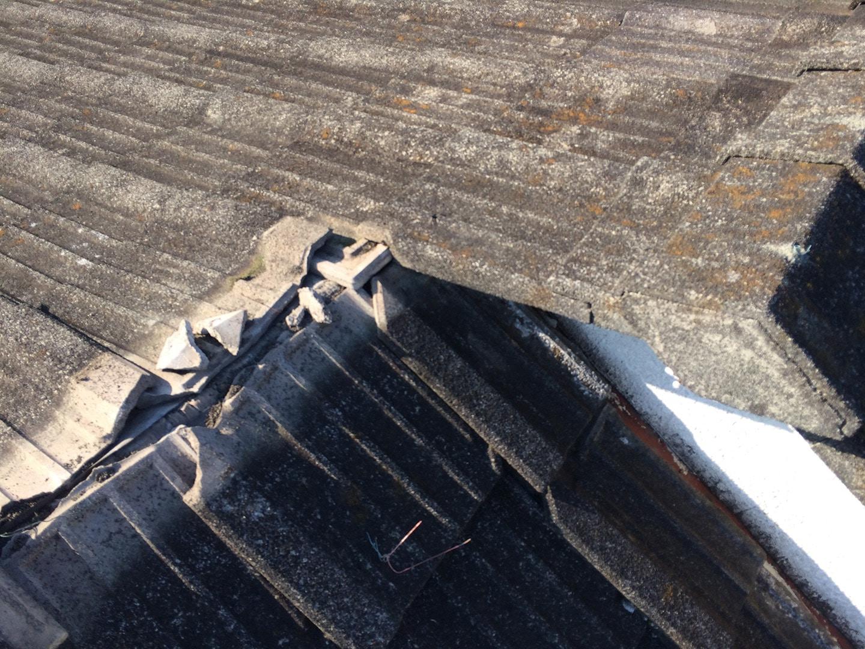 【東京都品川区】厚型スレート (コンクリ瓦) 屋根の雨漏り、部分修理工事の事例 棟違い雨漏り