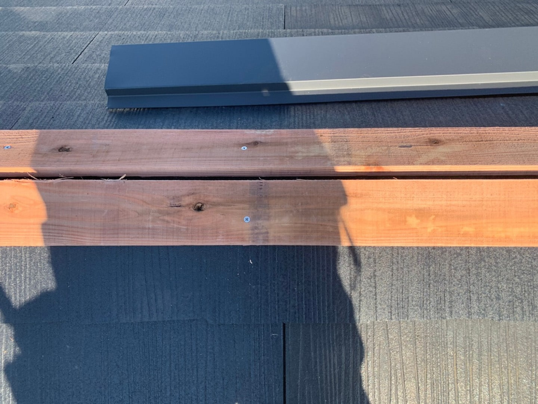 【横浜市鶴見区】スレート屋根の雨漏り、部分修理工事の事例 棟板金の施工