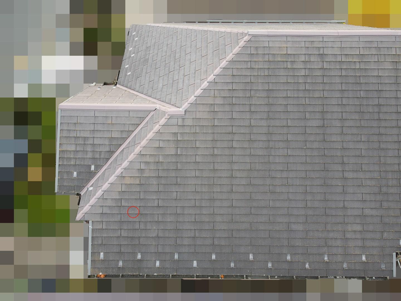 【東京都八王子市】スレート屋根の棟板金の釘の増し打ち、ひび割れ補修工事の事例 スレートひび割れ 工事前状況