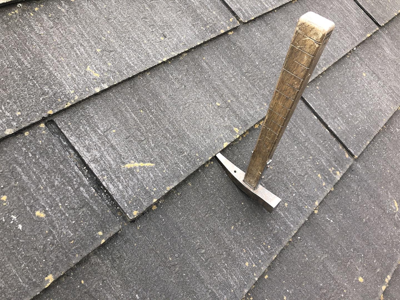 【東京都八王子市】スレート屋根の棟板金の釘の増し打ち、ひび割れ補修工事の事例 接着剤の注入
