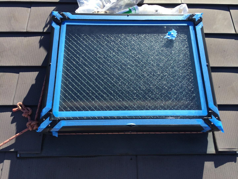 天窓のガラスパッキンの雨漏り予防メンテナンス工事の事例 ガラス養生