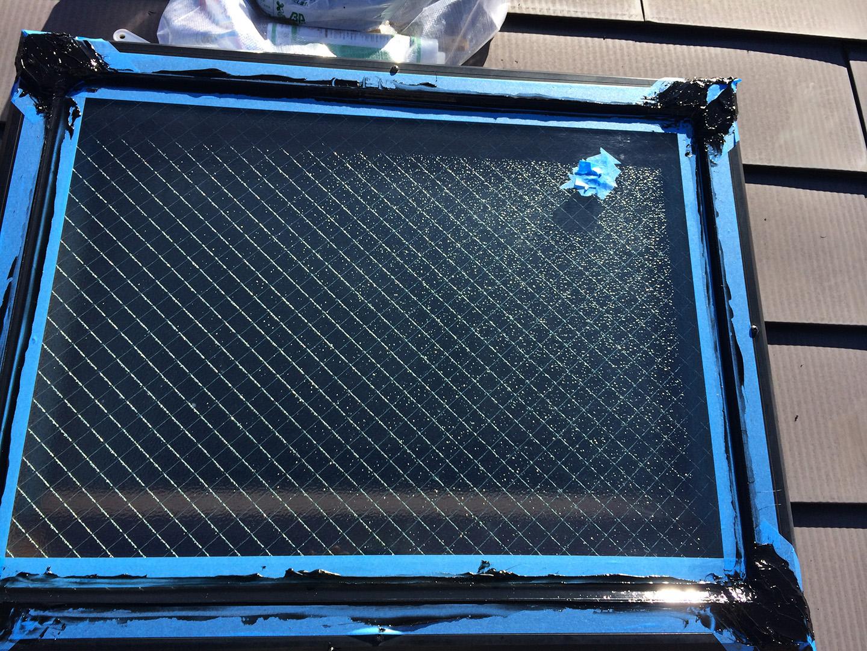 天窓のガラスパッキンの雨漏り予防メンテナンス工事の事例 コーキング