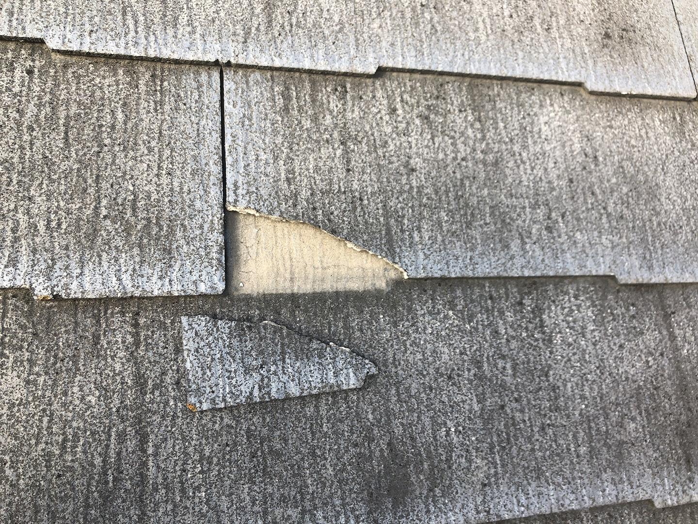 【埼玉県川口市】スレート屋根の点検、ひび割れ補修工事の事例 ひび割れて完全に割れた部分の補修