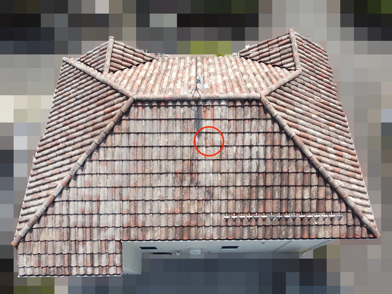 【東京都八王子市】瓦屋根の割れ修理、雨どい掃除の工事事例 瓦の割れ ドローン