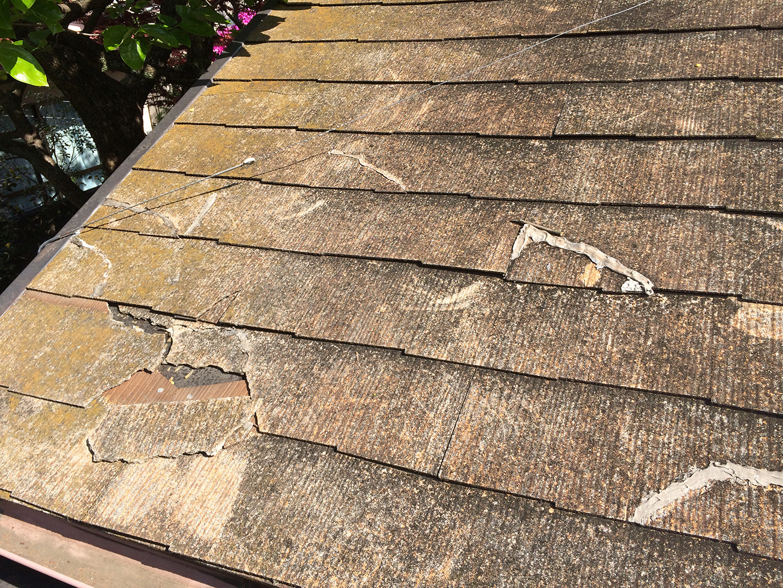 ガルバリウム鋼板の屋根材で、部分的にカバー工法 作業前