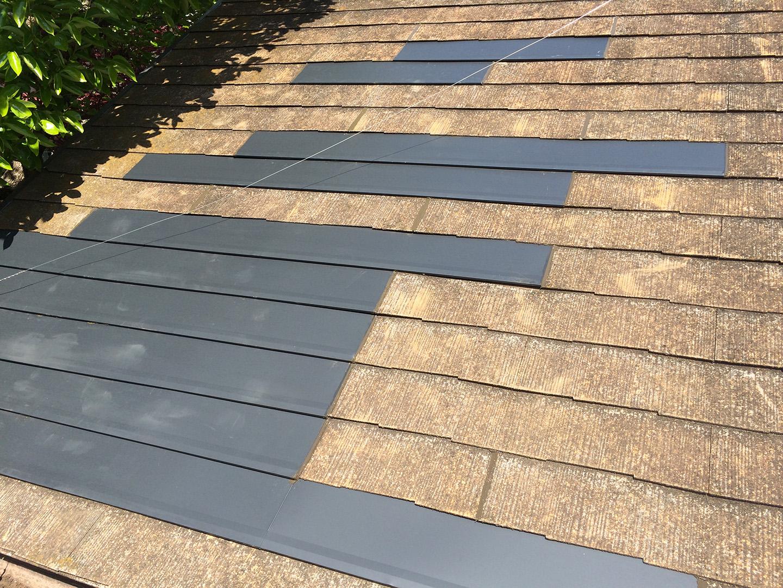 ガルバリウム鋼板の屋根材で、部分的にカバー工法 部分カバー完了