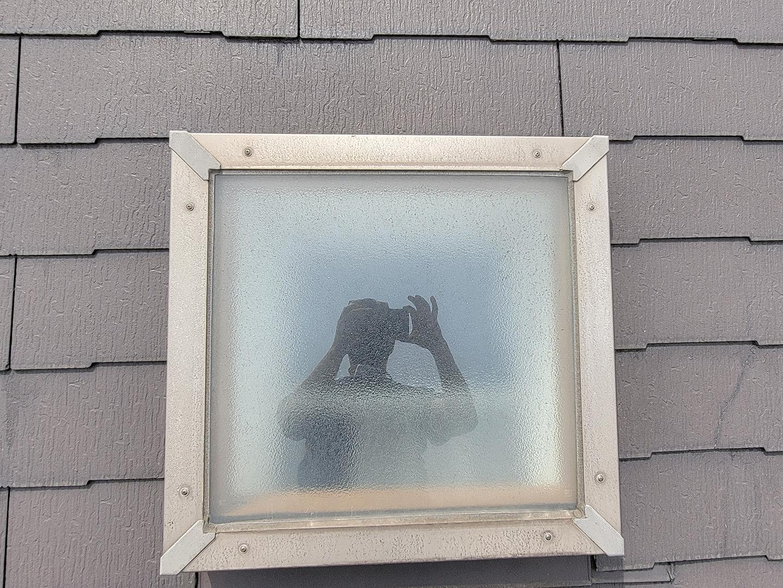 【東京都大田区】スレート屋根の天窓雨漏り ガラスシール状態