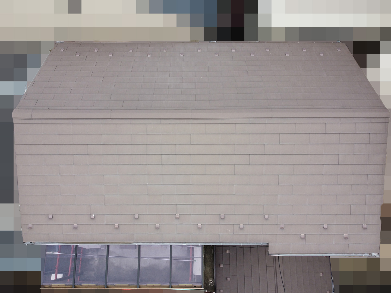 【東京都品川区】業者指摘の不安解消で、ガルバリウムの金属屋根のドローン点検の事例 南面
